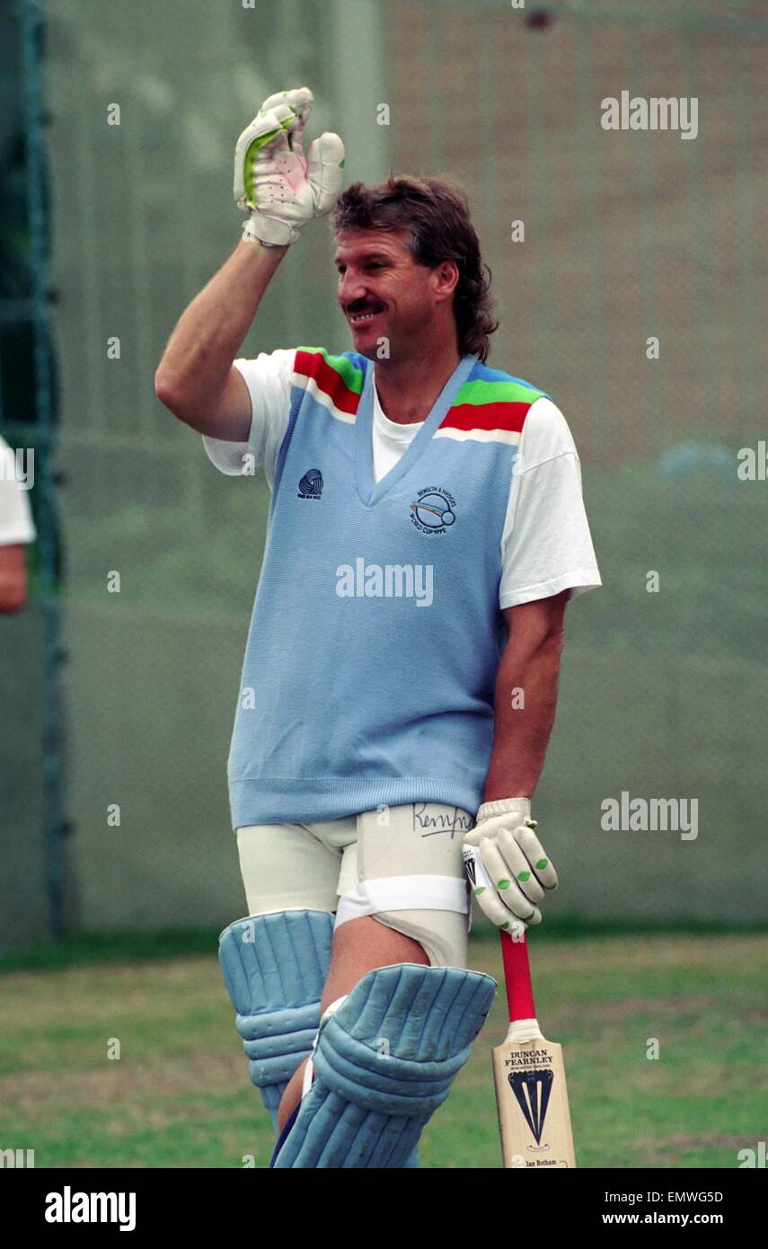 Cricket World Cup 1992 - Australia: England Cricket Team. Ian Botham. March 1992 DM-1894-388 - Stock Image