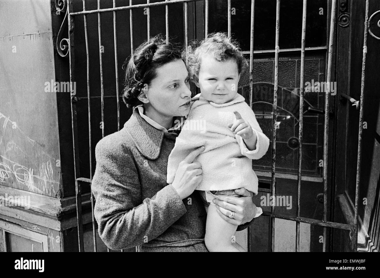 Eric Sailing, 1 year and 9 months, with his mother. 20 July 1944 - Stock Image