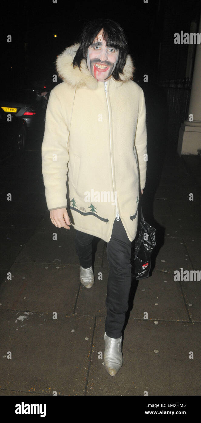 24.FEBUARY.2010 - LONDON  MIGHTY BOOSH STAR NOEL FIELDING LEAVING HOME HOUSE, MAYFAIR WEARING FACE PAINT. - Stock Image