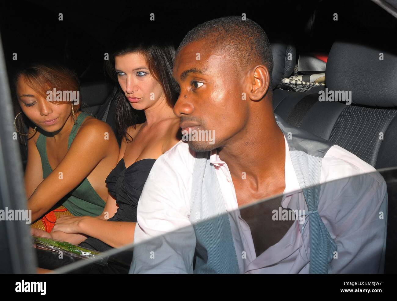 05.AUGUST.2009 - LONDON  CHELSEA FOOTBALLER SALOMON KALOU LEAVING WHISKY WIST CLUB, MAYFAIR AT 3.00AM LOOKING A - Stock Image