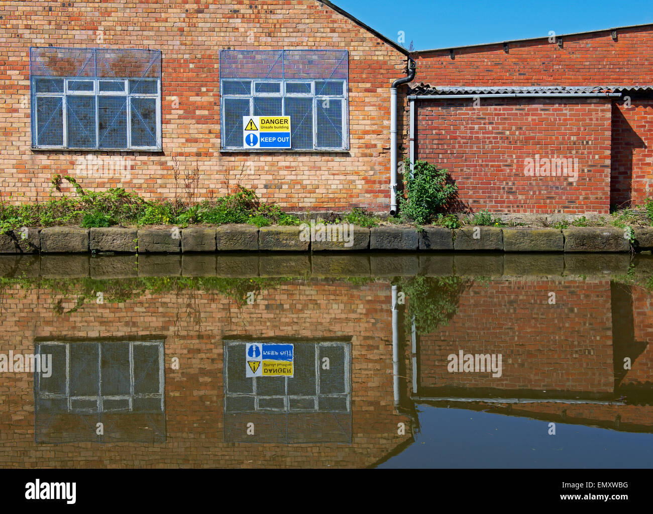 Sign warning Danger, Unsafe Building, Macclesfield Canal in Macclesfield, Cheshire, England UK - Stock Image