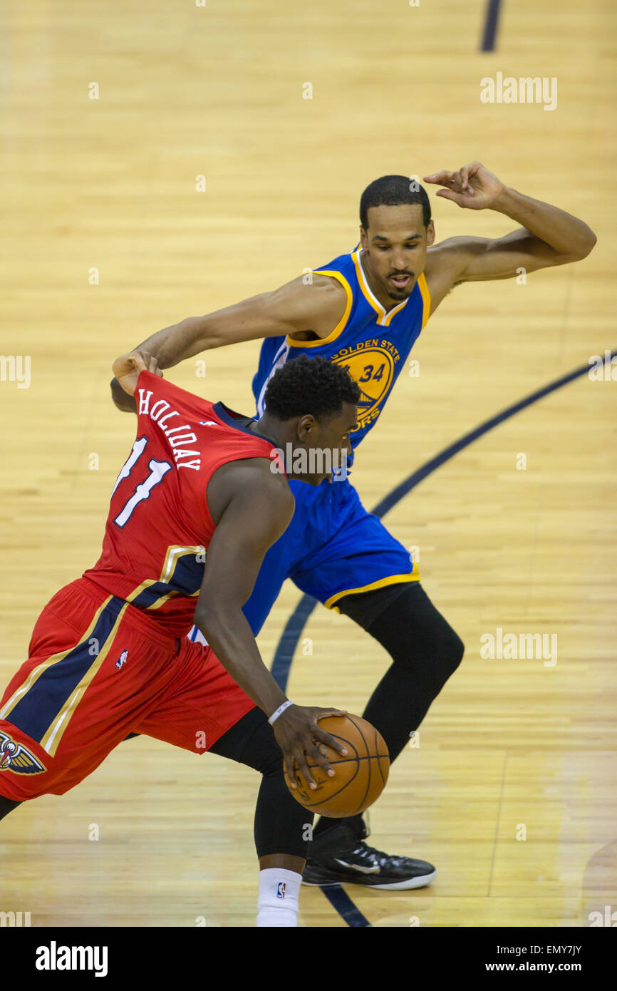 New Orleans, LA, USA. 23rd Apr, 2015. Golden State Warriors guard Shaun Livingston (34) pulls the jersey of New - Stock Image