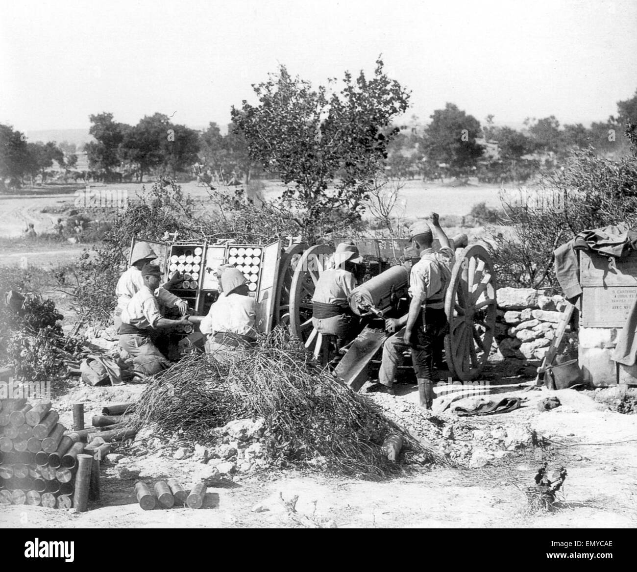 A French colonial 75 mm gun in action near Sedd el Bahr during the Third Battle of Krithia, 4 June 1915 Dardanelles - Stock Image