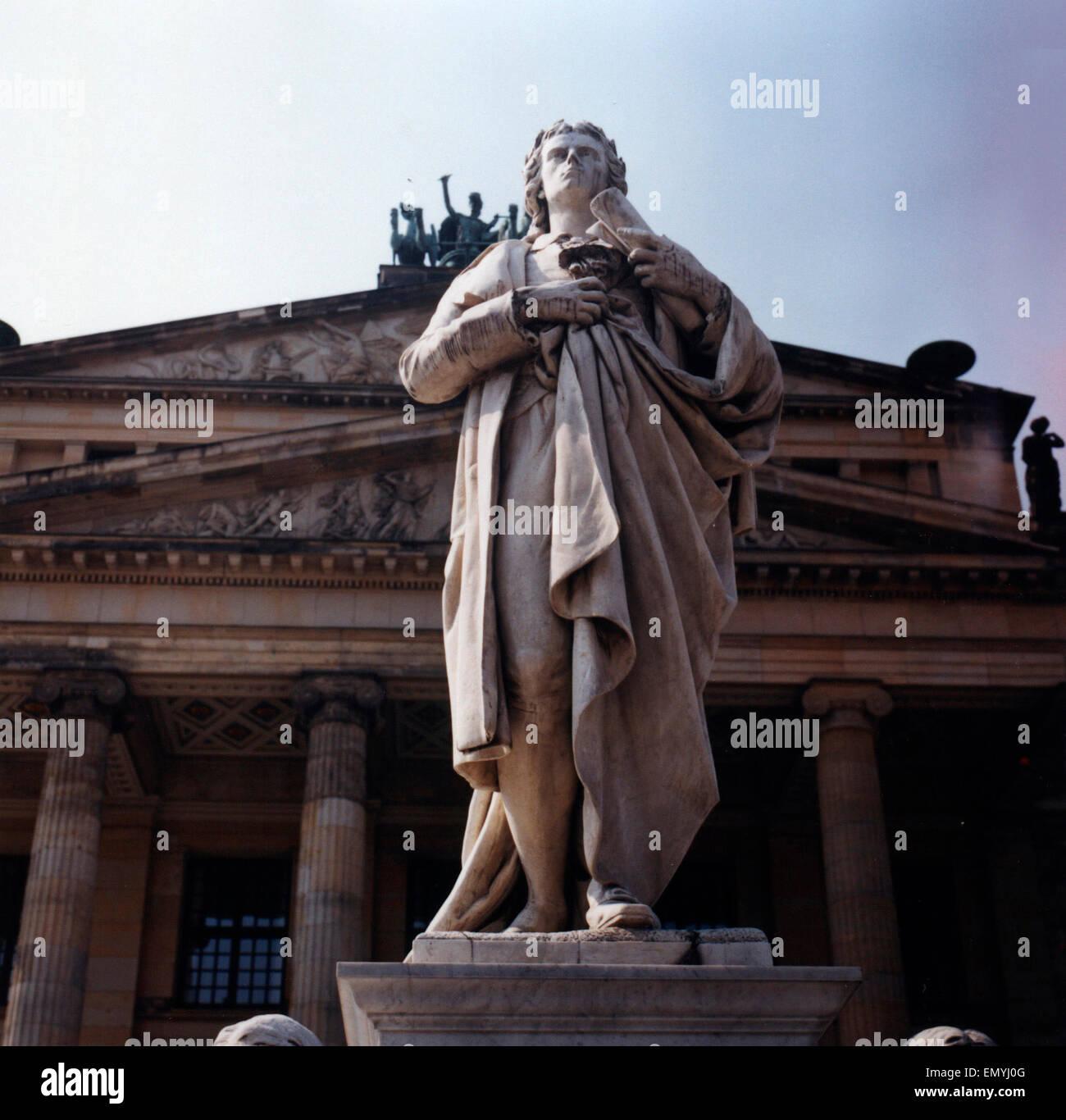 JULY 2003 - BERLIN: the Friedrich Schiller memorial/ statue in fron of the 'Konzerthaus' (Concert Hall) - Stock Image