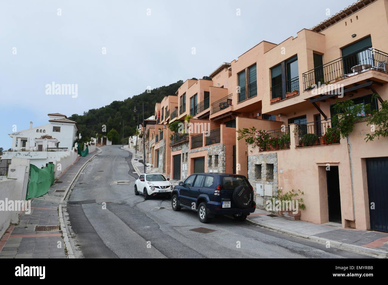 Property apartments subsidence on The ÔCarmenes del MarÕ urbanisation in Herradura, Costa Tropical, Spain. - Stock Image