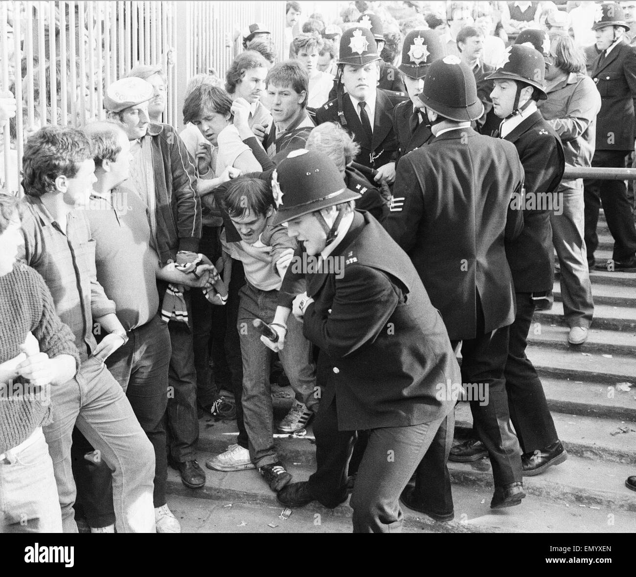 Fa Cup Semi Final Match At Highbury Everton 1 V Southampton 0 After Stock Photo Alamy