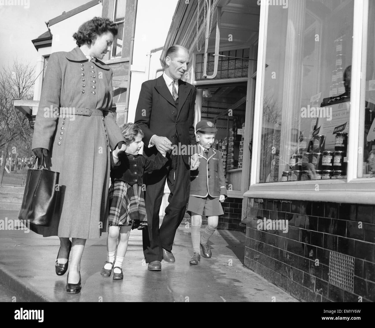 Family out shopping 1st February 1954 Stock Photo