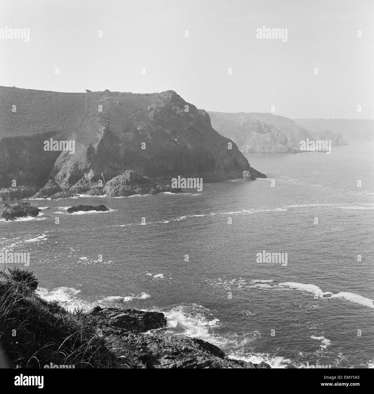 Le Col De La Roque, on the north coast of the island of Jersey, looking west from the Devil's Hole. September - Stock Image