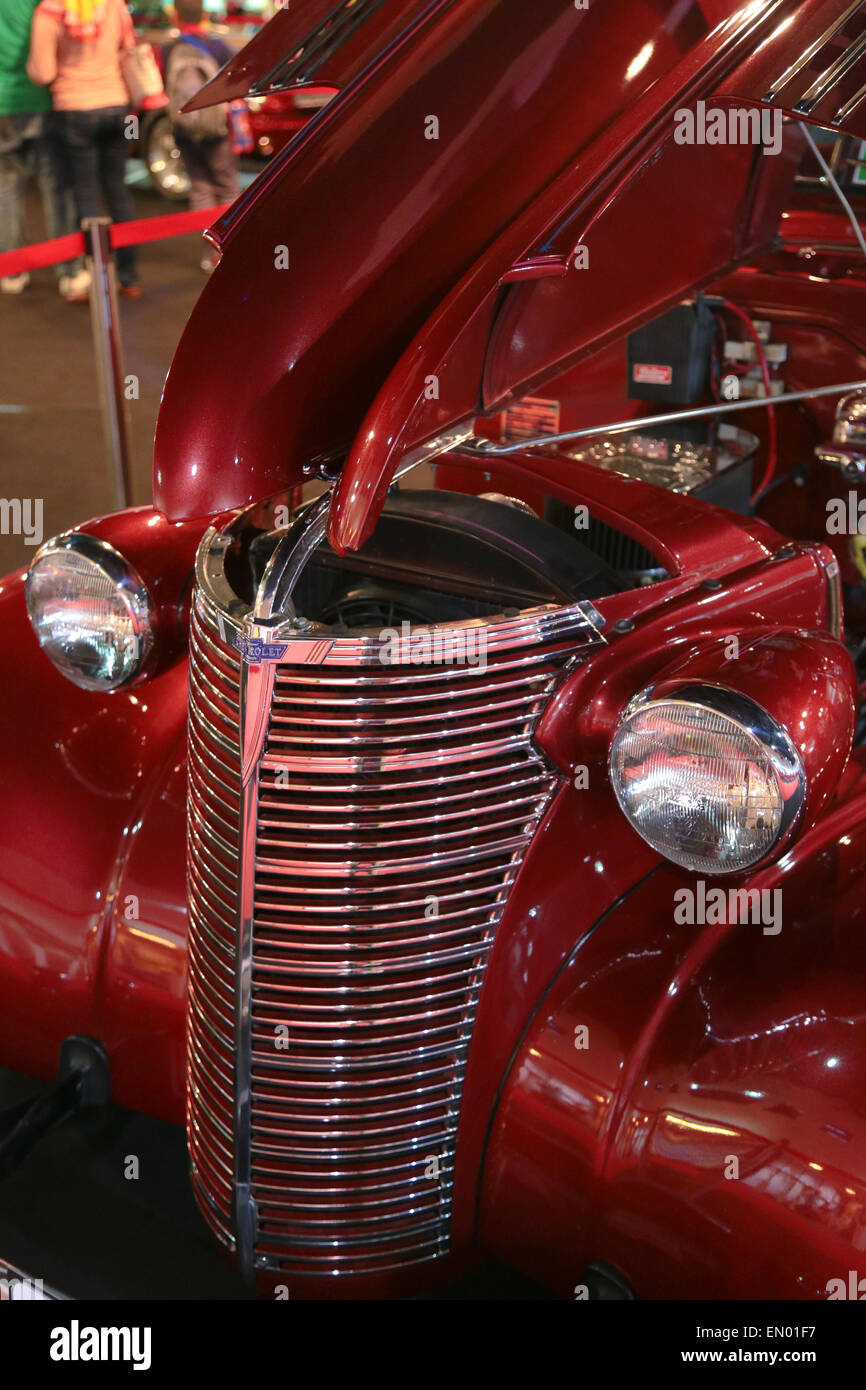 Maroon Color Chevrolet Master Deluxe Model Vintage Car Showcase - Classic car showcase