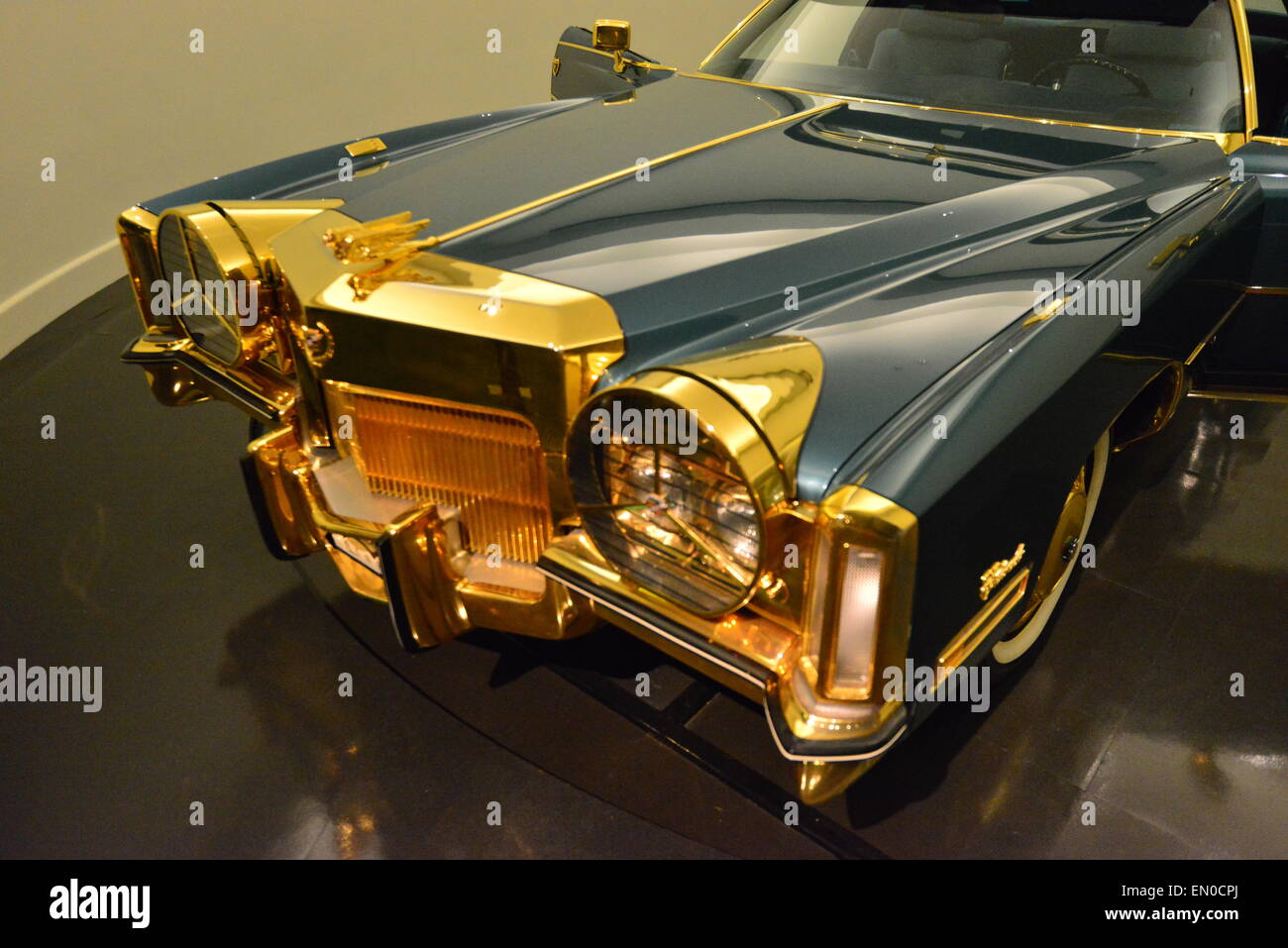 Isaac Hayes Gold Plated Cadillac Eldorado Stock Photo 81759290 Alamy