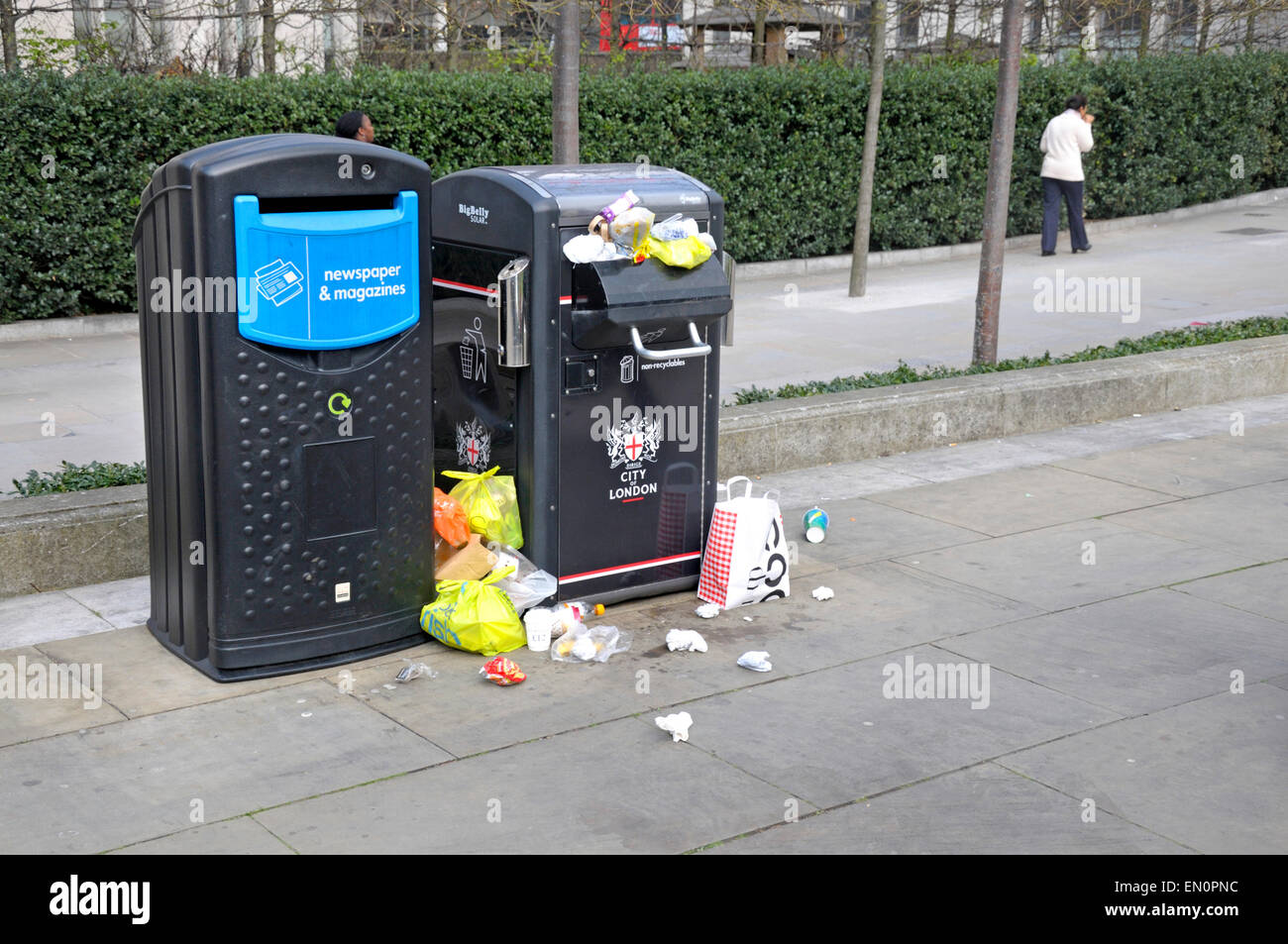 London, England, UK. Overflowing litter bins near St Paul's Cathedral - Stock Image