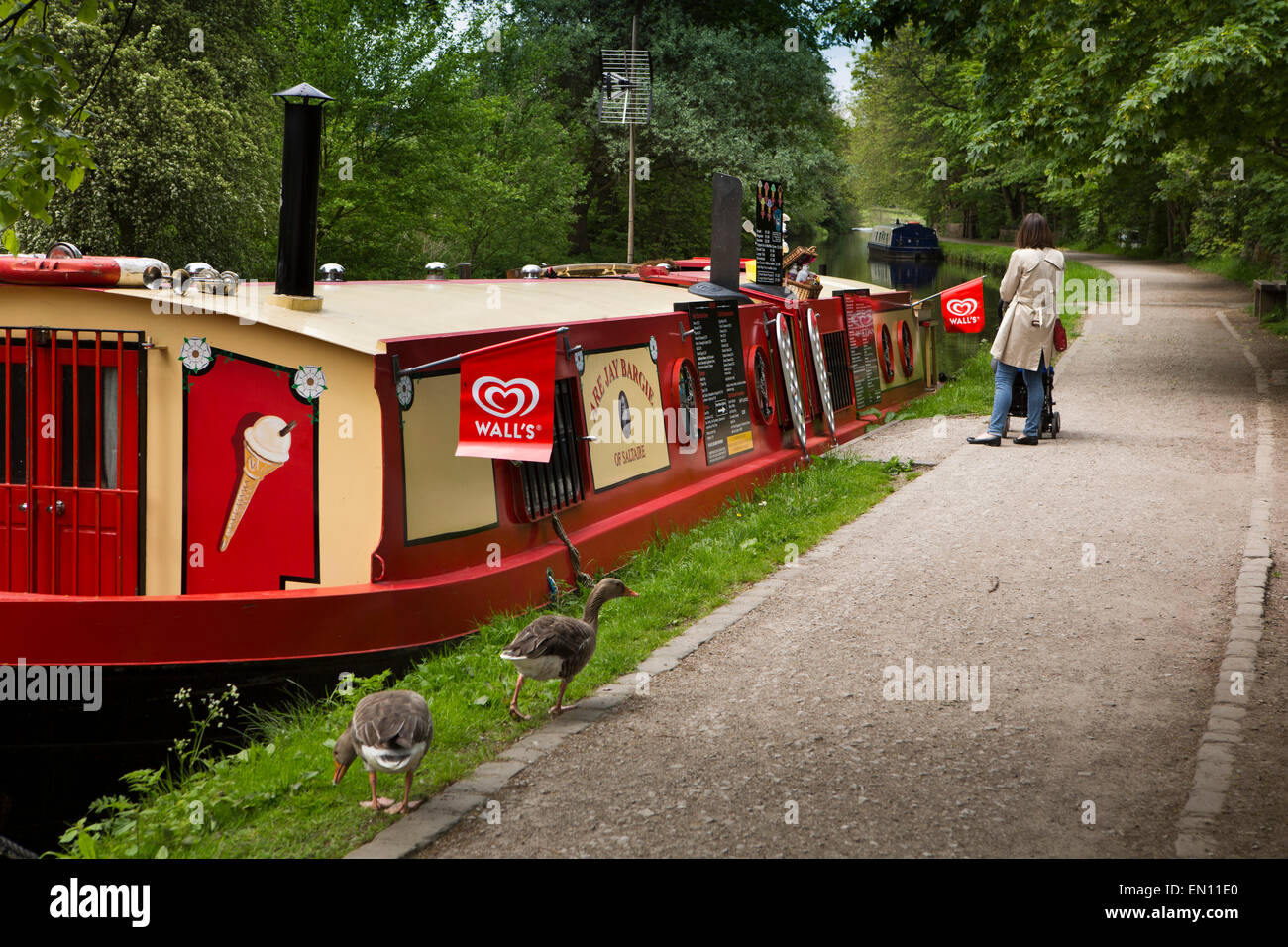 UK, England, Yorkshire, Saltaire, Leeds and Liverpool Canal, geese on towpath at Are Jay Bargie floating ice cream - Stock Image