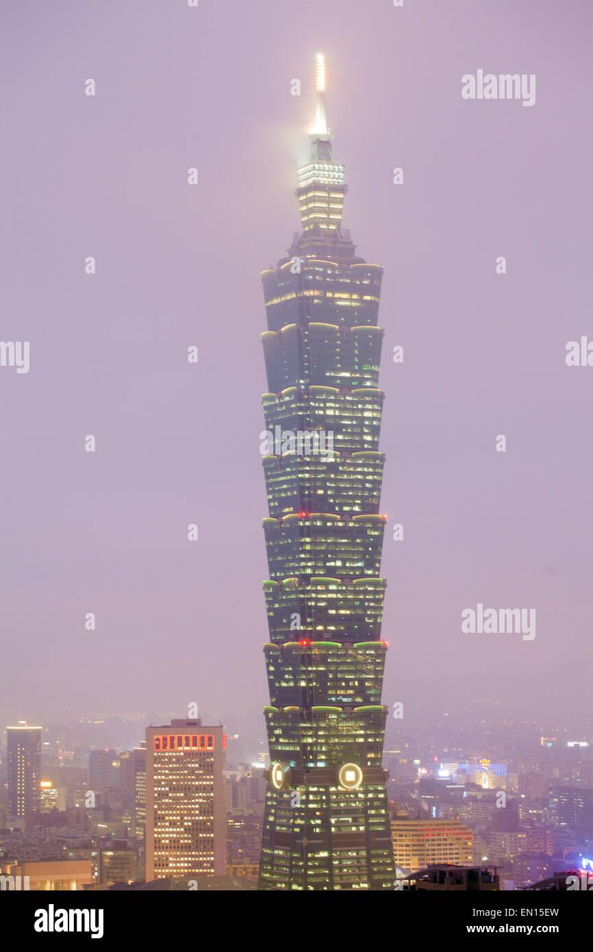 Asia, South East Asia, Taiwan, Taipei 101. foggy weather, illuminated - Stock Image