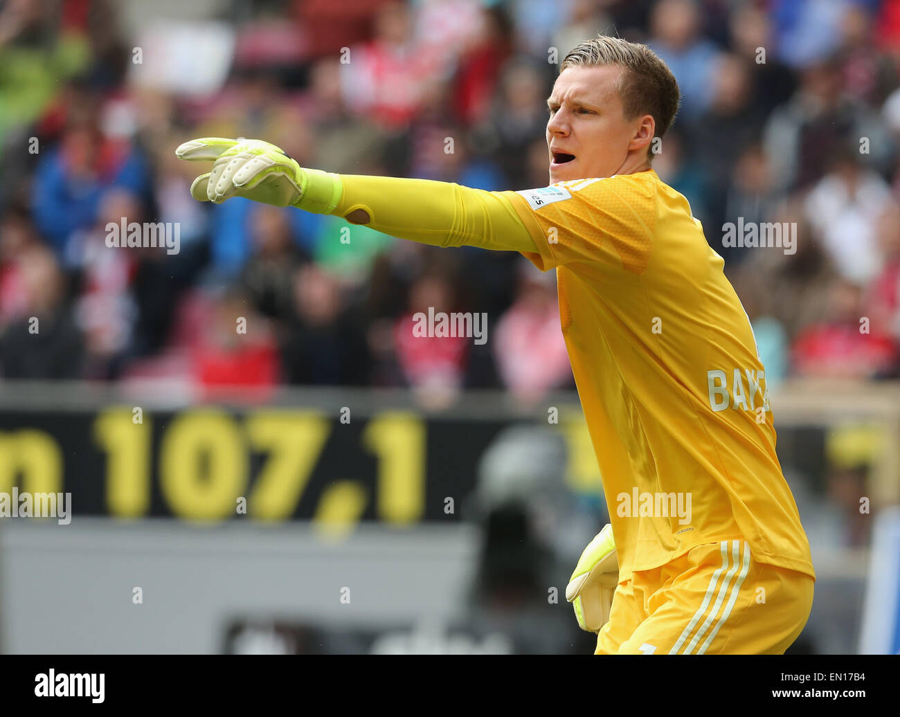 Cologne, Germany, 25Apr 2015. Bundesliga, 1. FC Koeln vs Bayer Leverkusen: Goalkeeper Bernd Leno (Leverkusen) gives - Stock Image