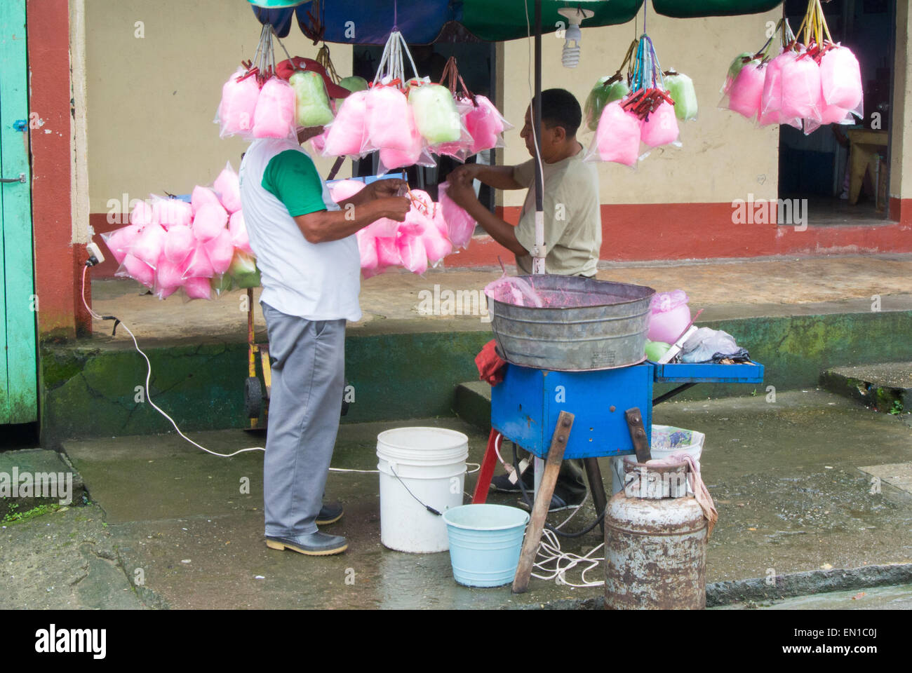 Spinning candyfloss in Livingston, Guatemala Stock Photo