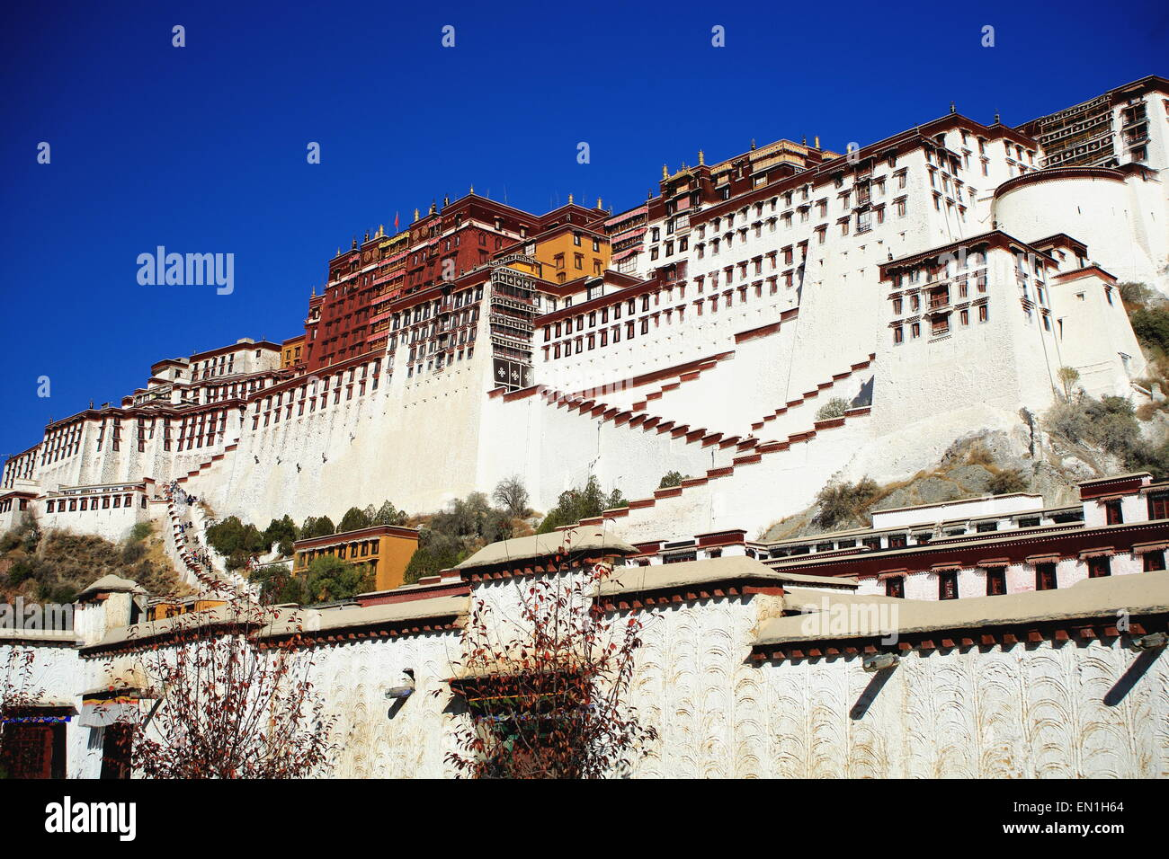 Potala palace with the Potrang Karpo-White Palace to the East and the Potrang Marpo-Red Palace to the west at 3700 - Stock Image