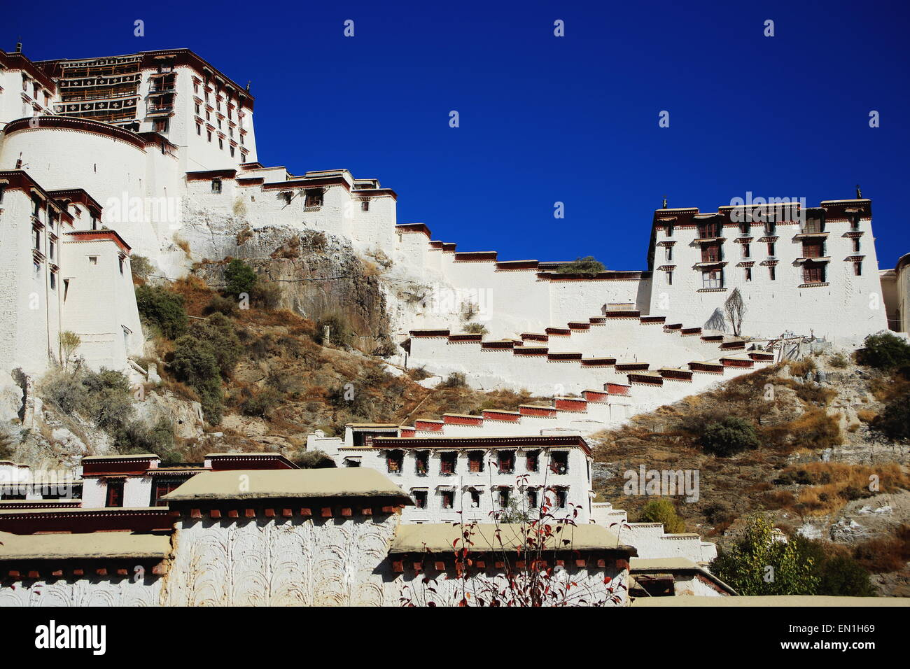 Potala palace  with the Potrang Karpo-White Palace to the East and surrounding buildings and wall at 3700 ms.high - Stock Image