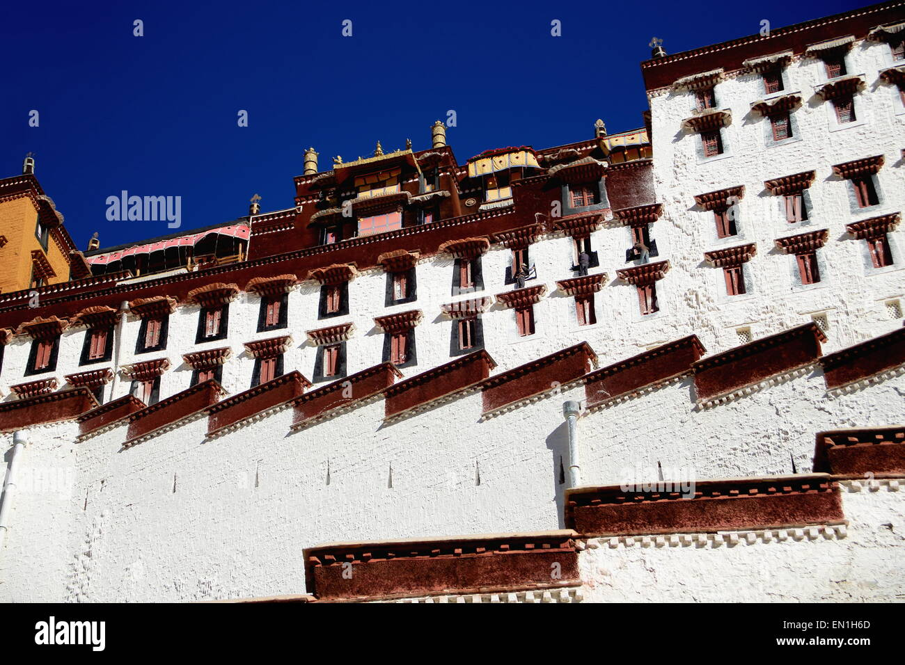 Buildings on the grounds of the Potala palace with the Potrang Marpo and Karpo-Red and White Palaces to the W.and - Stock Image