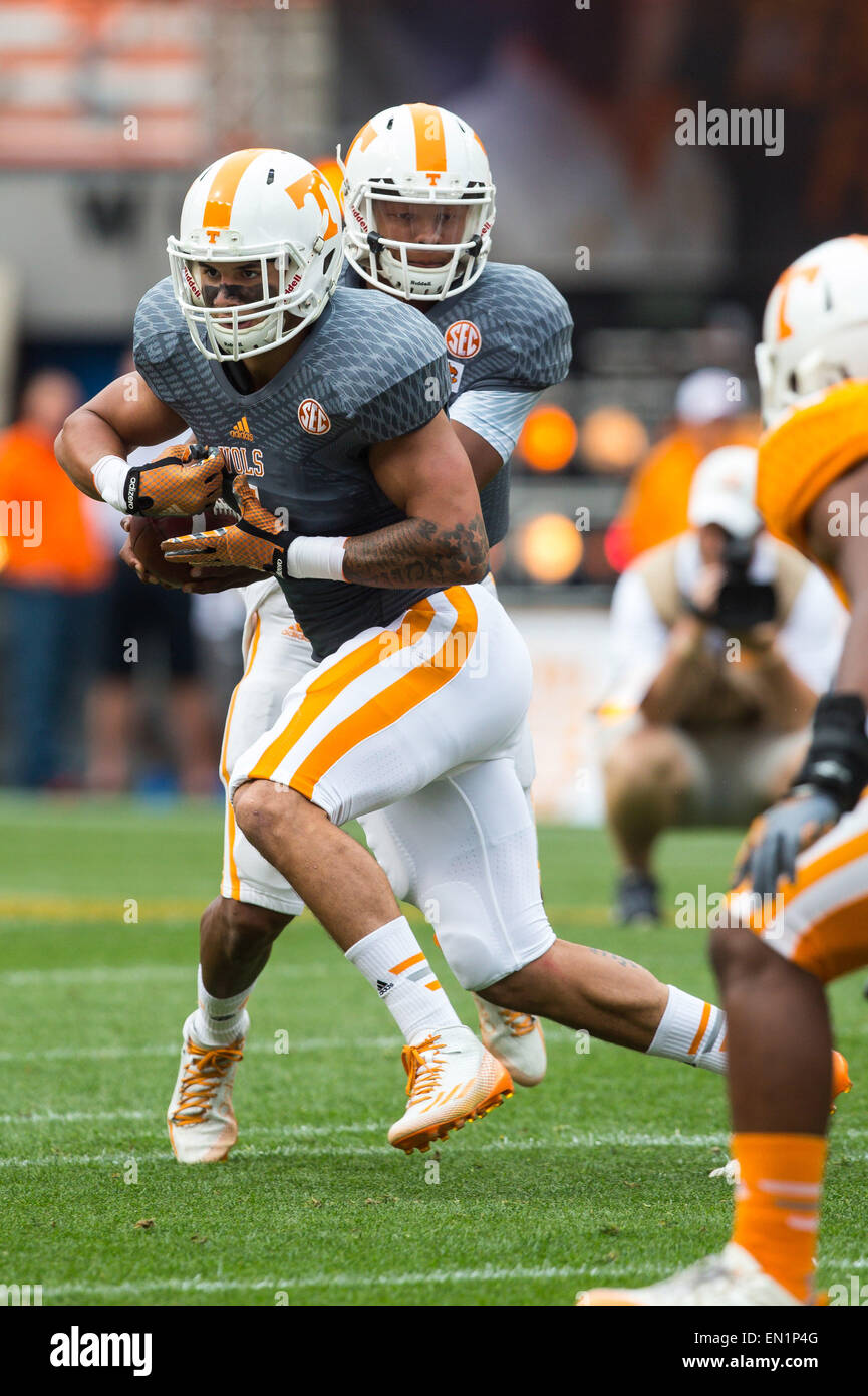 April 25, 2015: Joshua Dobbs #11 fakes the handoff to Jalen Hurd #1 during the University of Tennessee Orange and - Stock Image