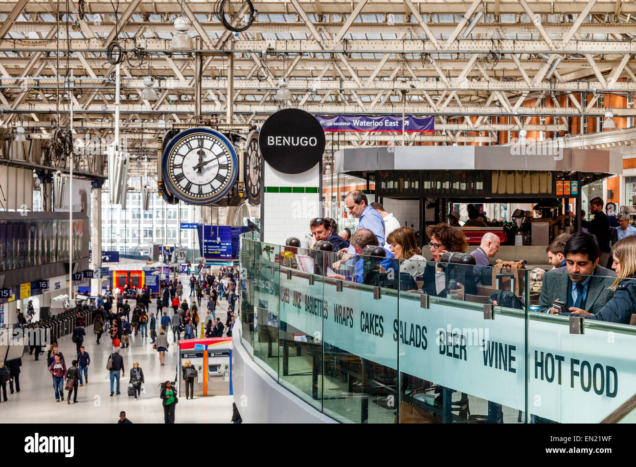 Cafe and Concourse, Waterloo Station, London, England - Stock Image