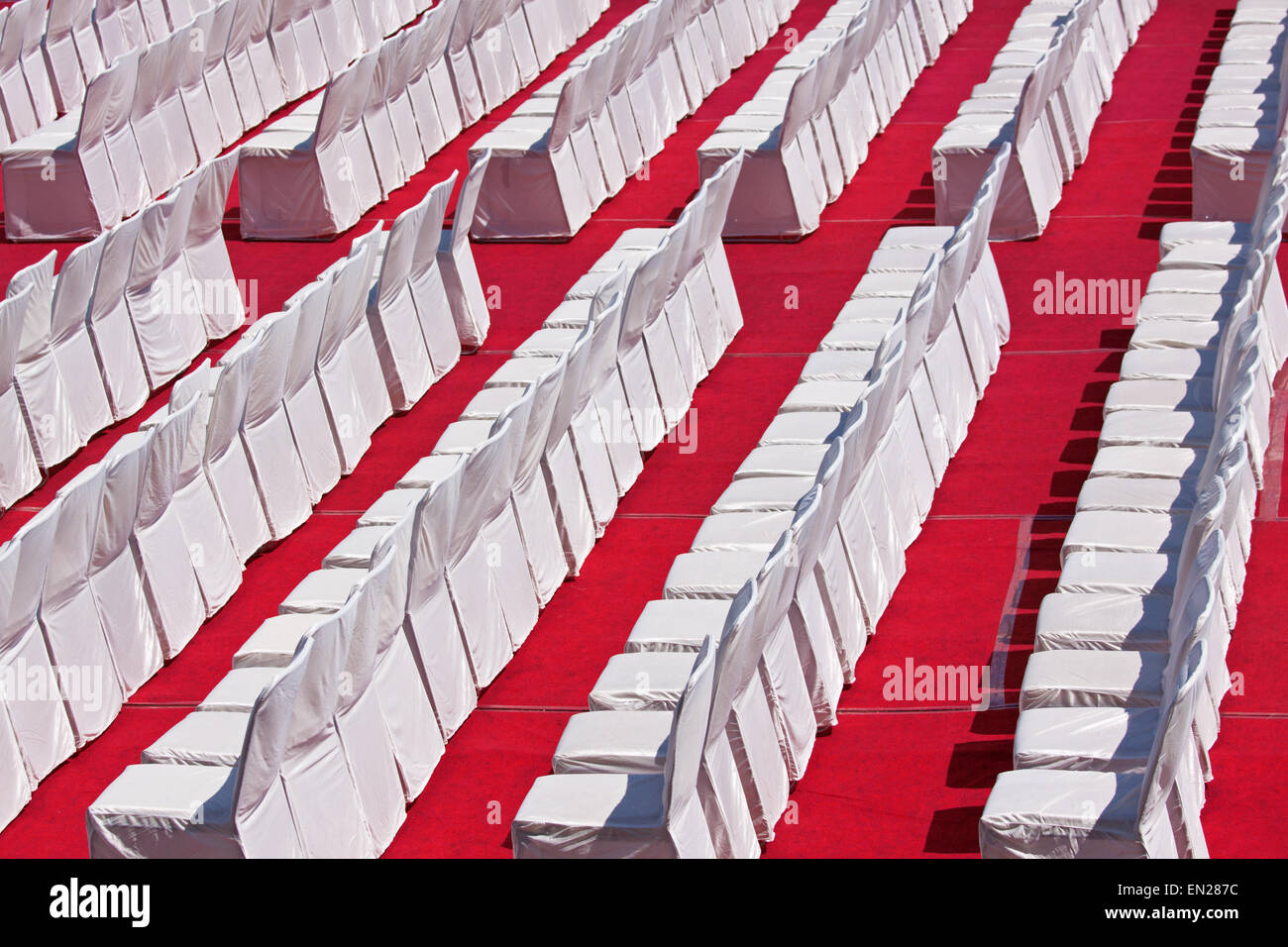 White on red pattern of rows of seats laid out in the Royal Palace at Udaipur in preparation for a Hindu festival - Stock Image