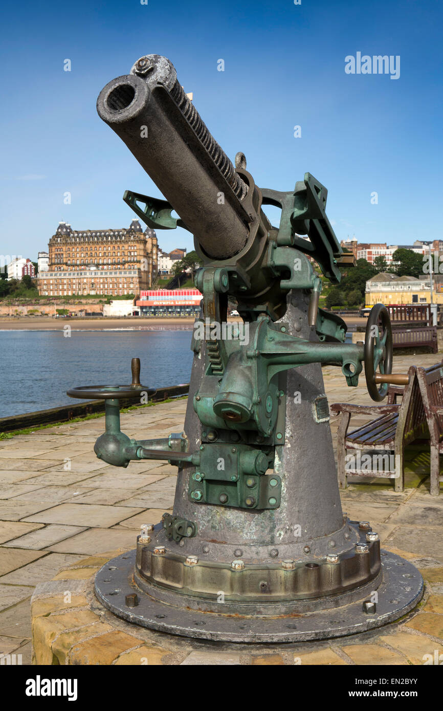UK, England, Yorkshire, Scarborough, First World War 1914 Vickers Pattern 13 PDR Gun on Vincent's Pier - Stock Image