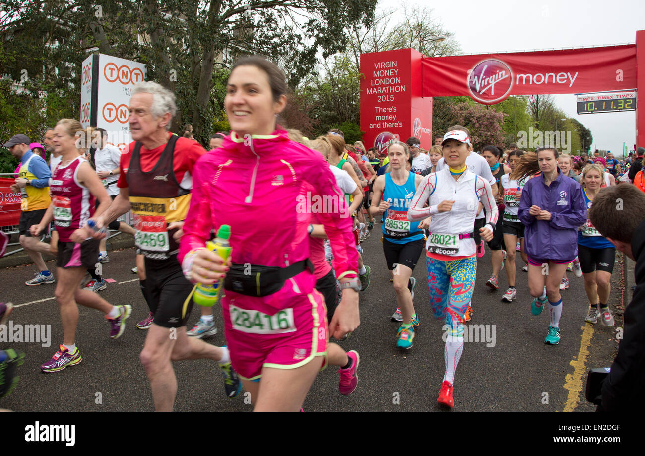 The London Marathon 2015 Green Start Line Celebs and fun runners Stock Photo