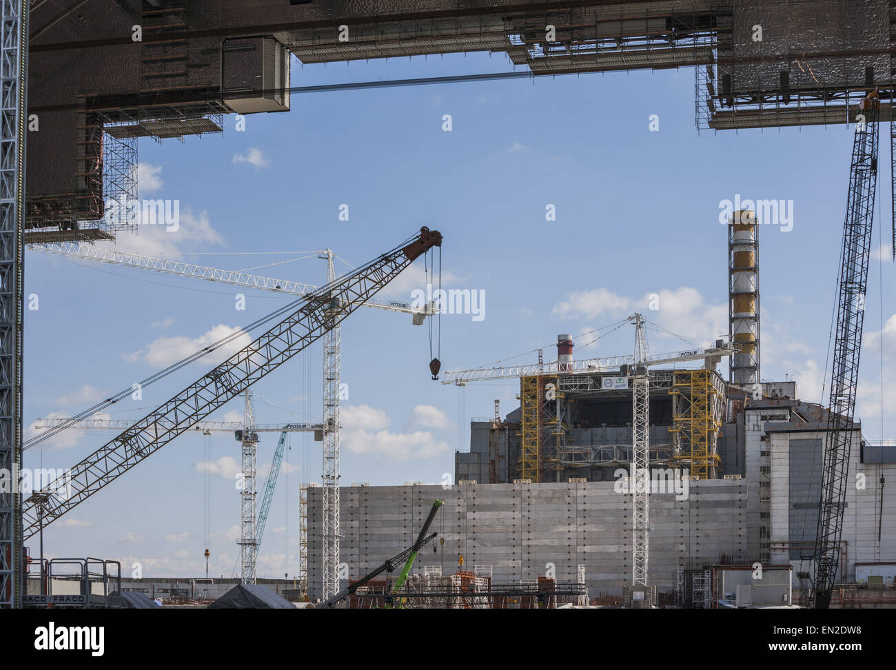 Chernobyl, Ukraine. 26th Aug, 2014. Construction of the huge dome over the Chernobyl nuclear reactor number 4 destroyed - Stock Image