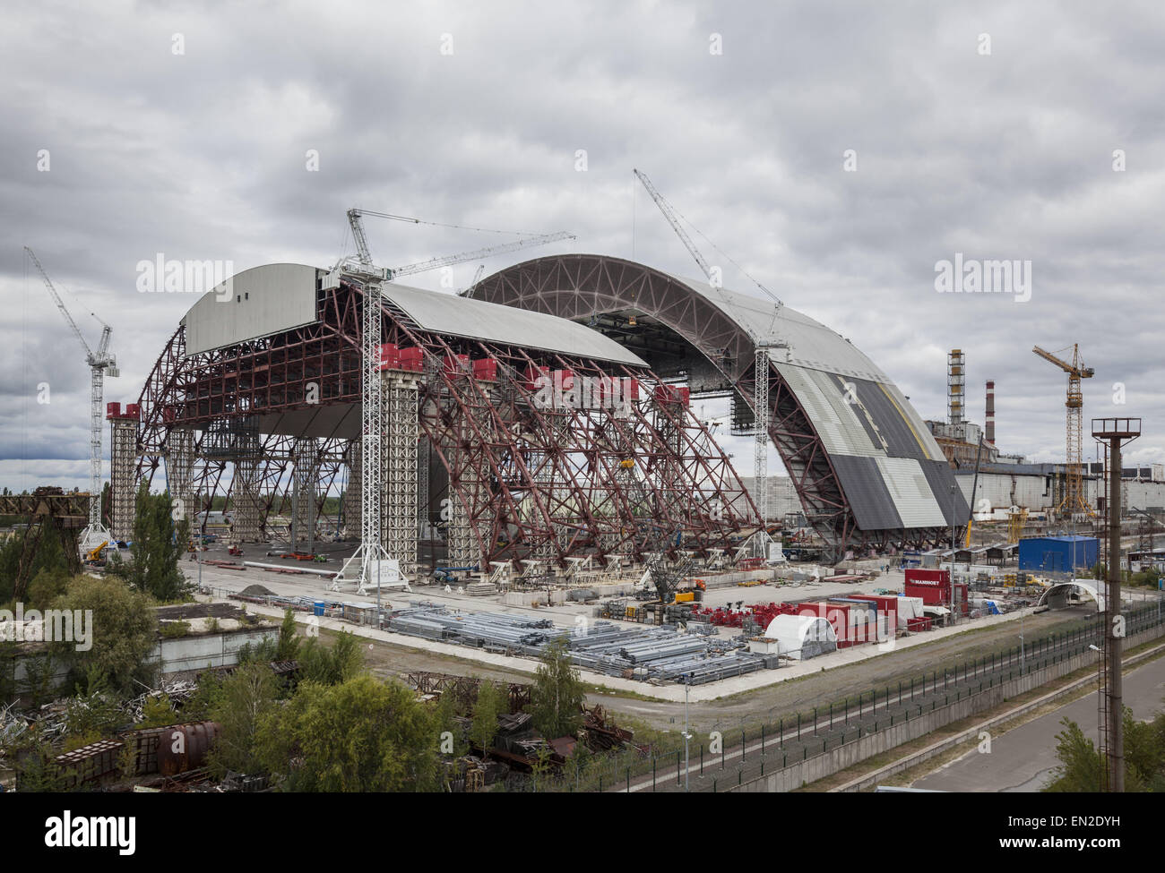 Chernobyl, Ukraine. 27th Aug, 2014. Construction of the huge dome over the Chernobyl nuclear reactor number 4 destroyed - Stock Image