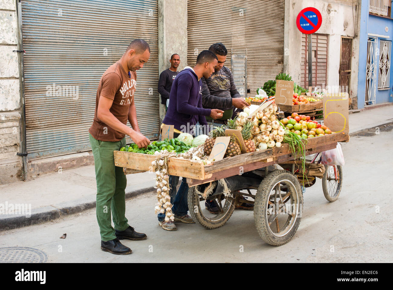 Men shopping from a fruit and vegetable cart on the streets of old Havana, Cuba. - Stock Image