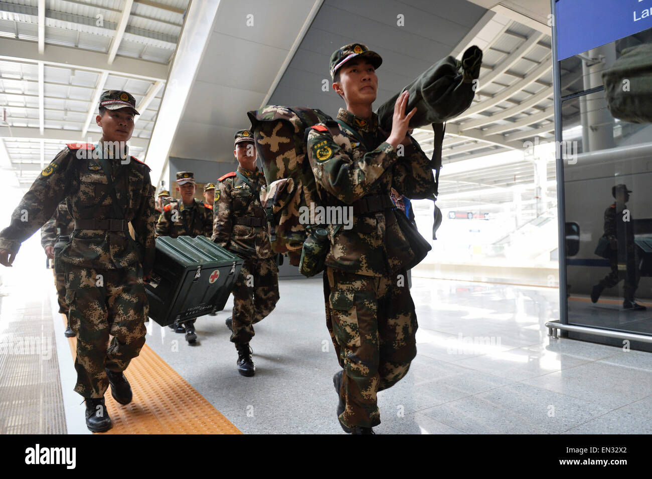 Lanzhou, China's Gansu Province. 27th Apr, 2015. Soldiers carry supplies and equipments to board a train at - Stock Image
