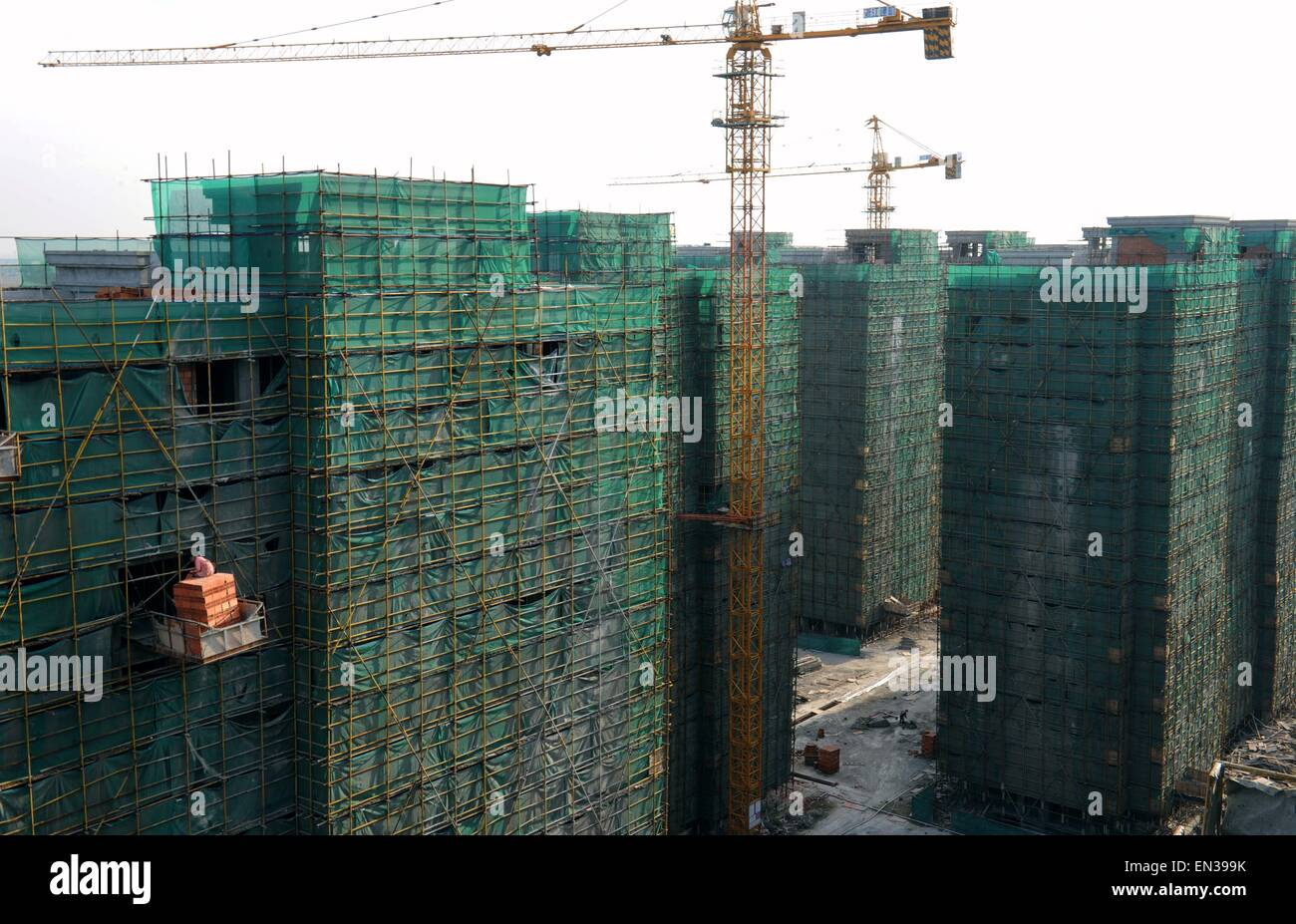Hangzhou. 22nd Apr, 2015. Photo taken on April 22, 2015 shows a construction site of low-rent and public rental Stock Photo