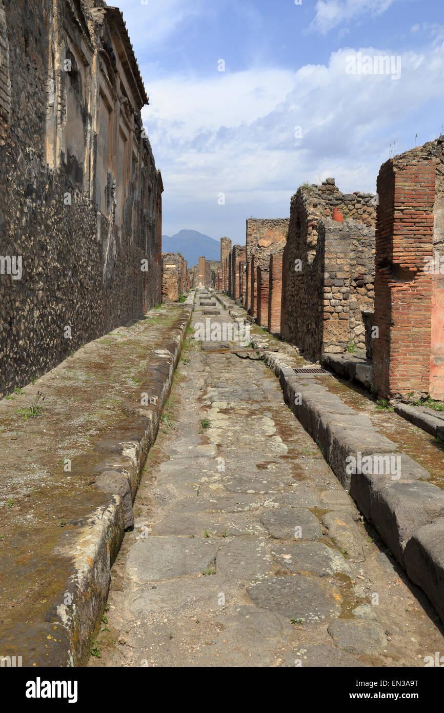 Narrow street, Pompeii, Italy. - Stock Image