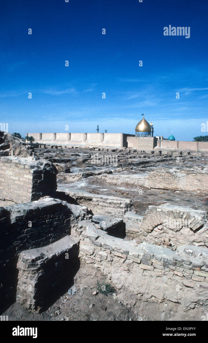 Ruins of the Court of the Caliph Ali Ibn Abi Talib and gold dome of the Great Mosque, Kufa, first Arab city founded Stock Photo