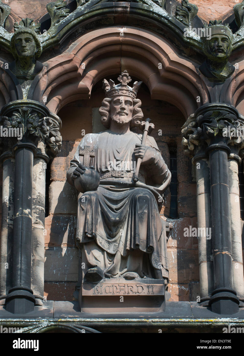 Statue of Richard II on the west front of Lichfield Cathedral, Lichfield, Staffordshire, England. - Stock Image