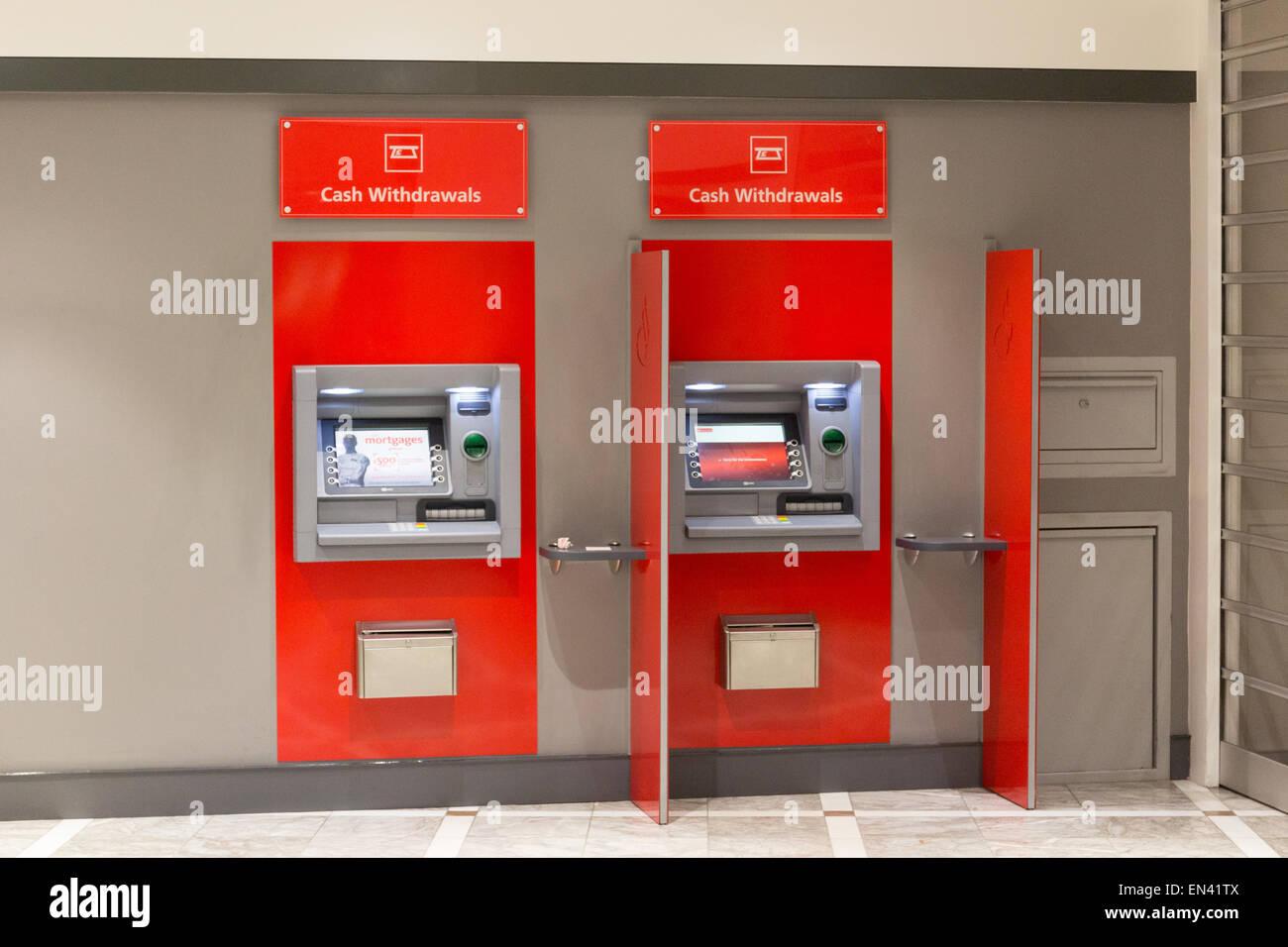Santander bank ATM machines Stock Photo: 81838538 - Alamy