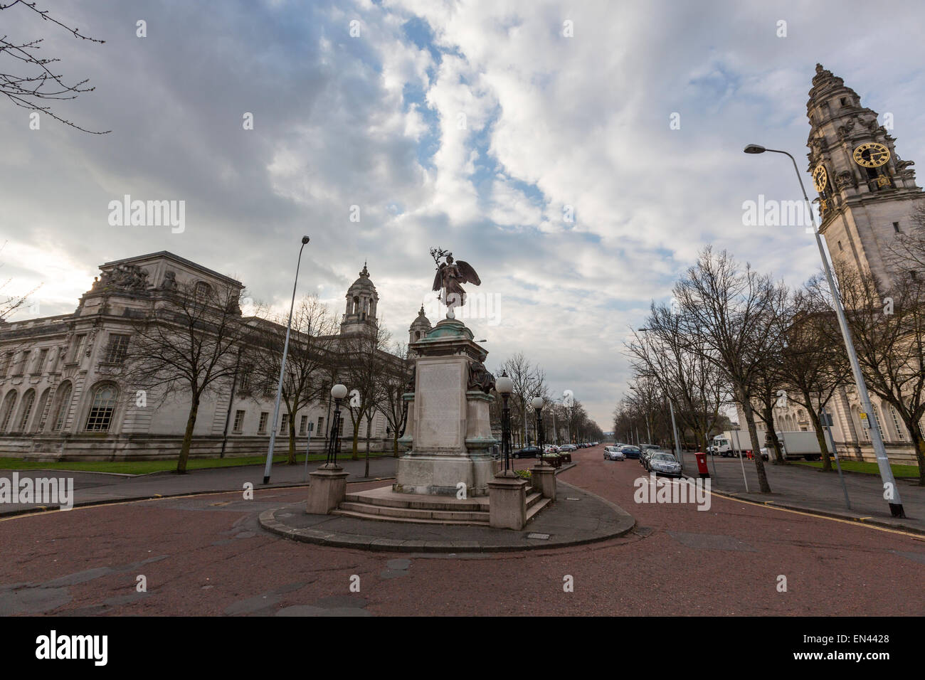 South African War Memorial sculpture by Albert Toft, King Edward VII Ave Cardiff - Stock Image