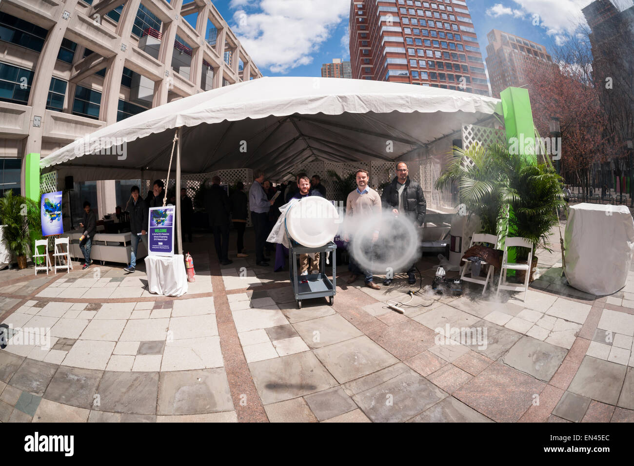 Thomas Fabian mans his vortex ring cannon at the NYU-Polytechnic School of Engineering's Research Expo in Brooklyn's - Stock Image