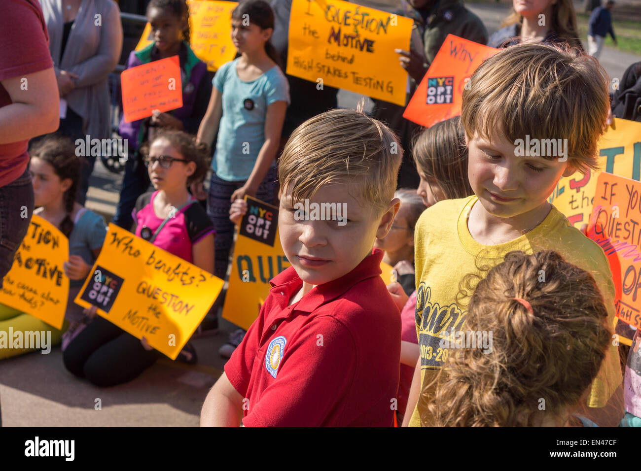 Parents and their children rally against Common Core testing and urge other parents to opt-out, in Prospect Park - Stock Image