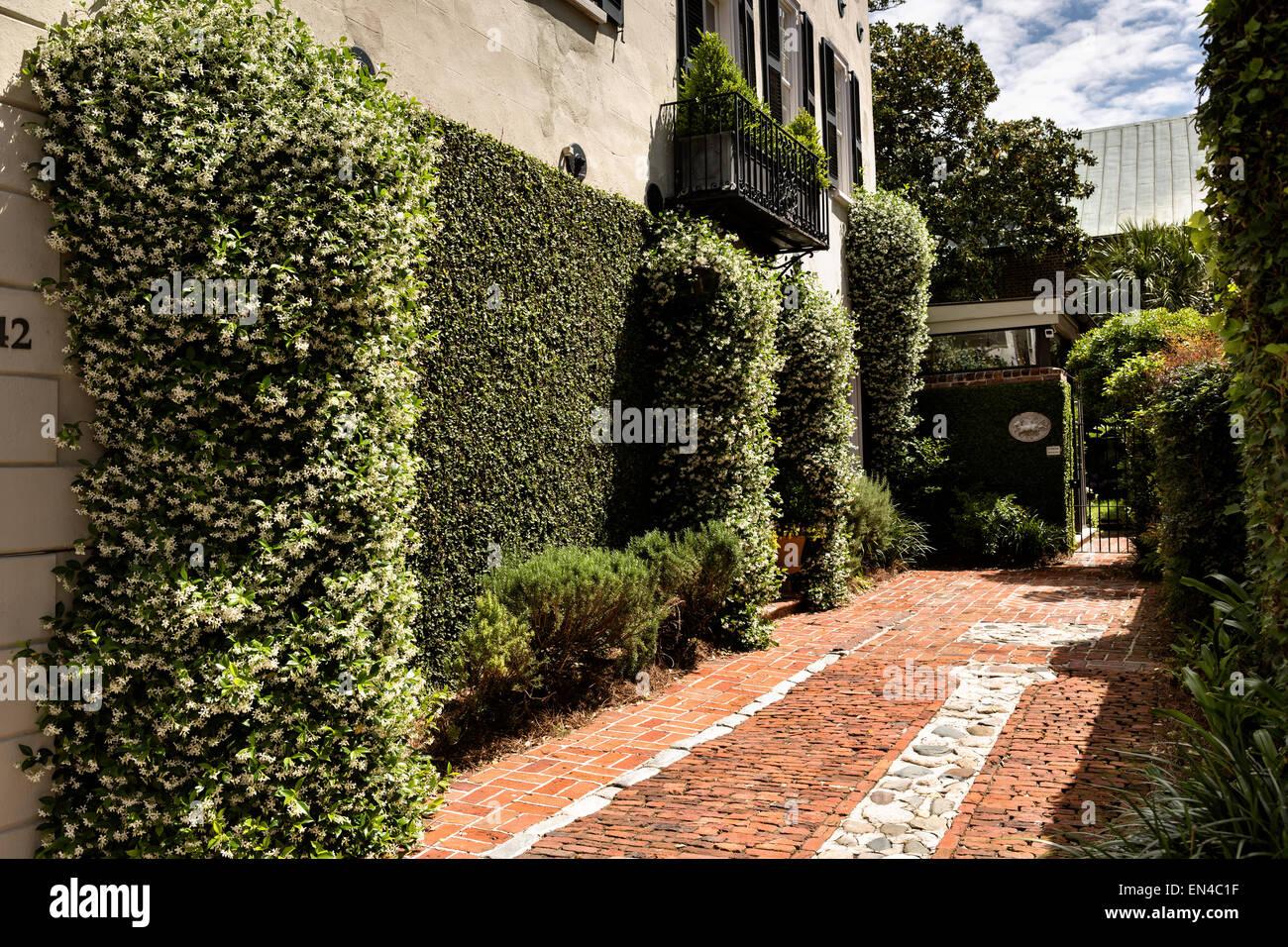 Brick Driveway Stock Photos & Brick Driveway Stock Images - Alamy