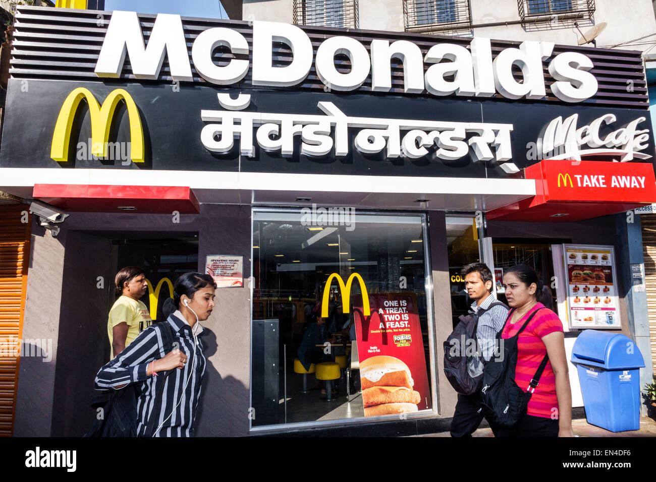 India Mumbai Asian Andheri McDonald's restaurant fast food English Marathi Hindu front entrance man woman - Stock Image