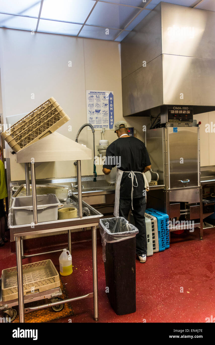 man washing dishes, Inspiration Kitchens cafe and restaurant, Garfield Park, Chicago, USA - Stock Image