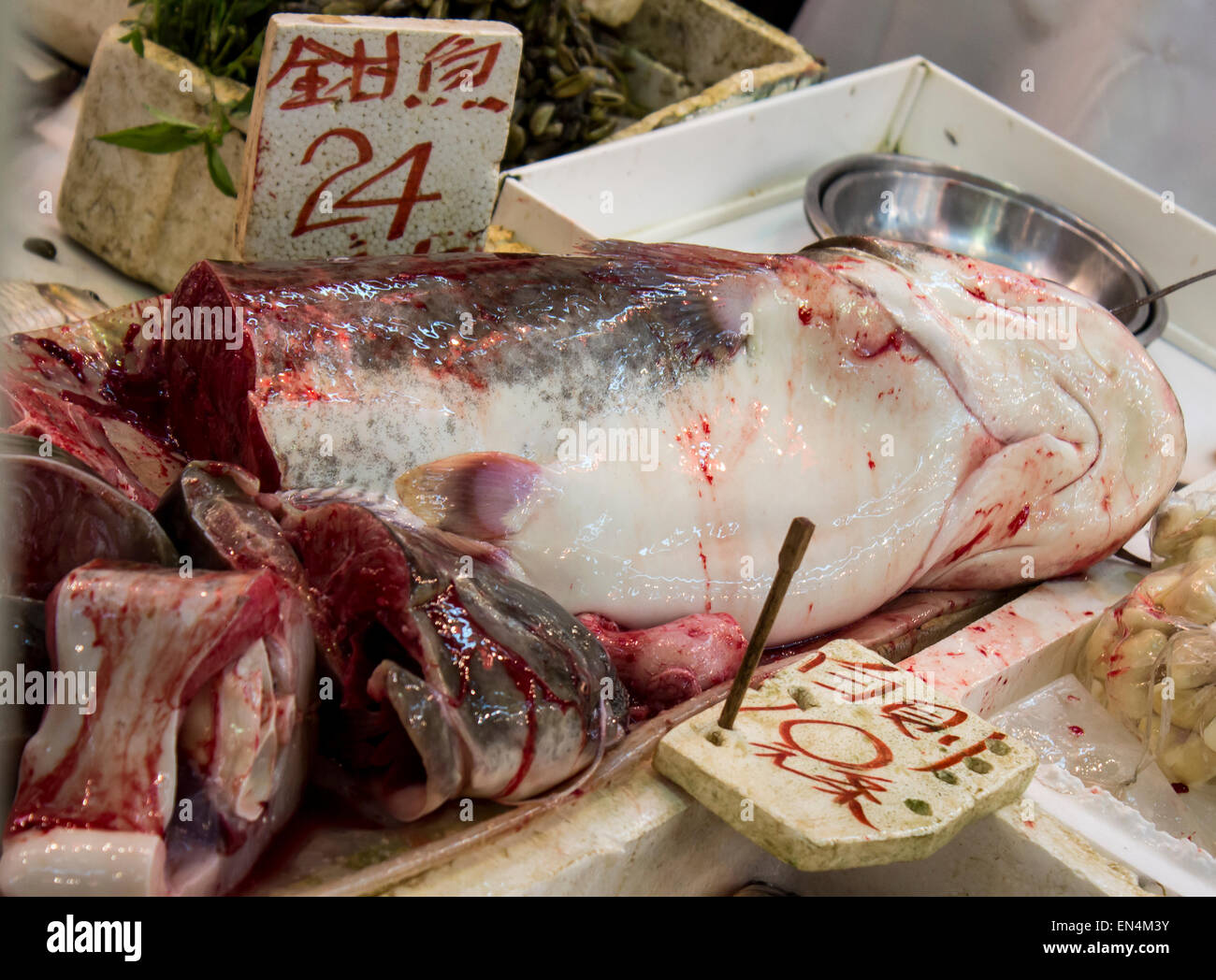Wet Market Hong Kong China fish head body parts wet blood bloody slimy slime selling sale tourists food Asian bold - Stock Image