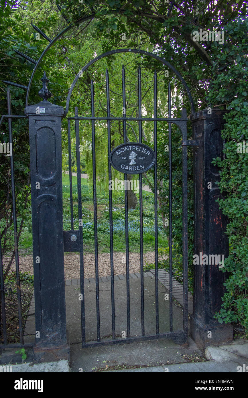 'Notting Hill' film location: climbing over gate into the gardens: Rosmead Gardens, Rosmead Rd, Notting - Stock Image