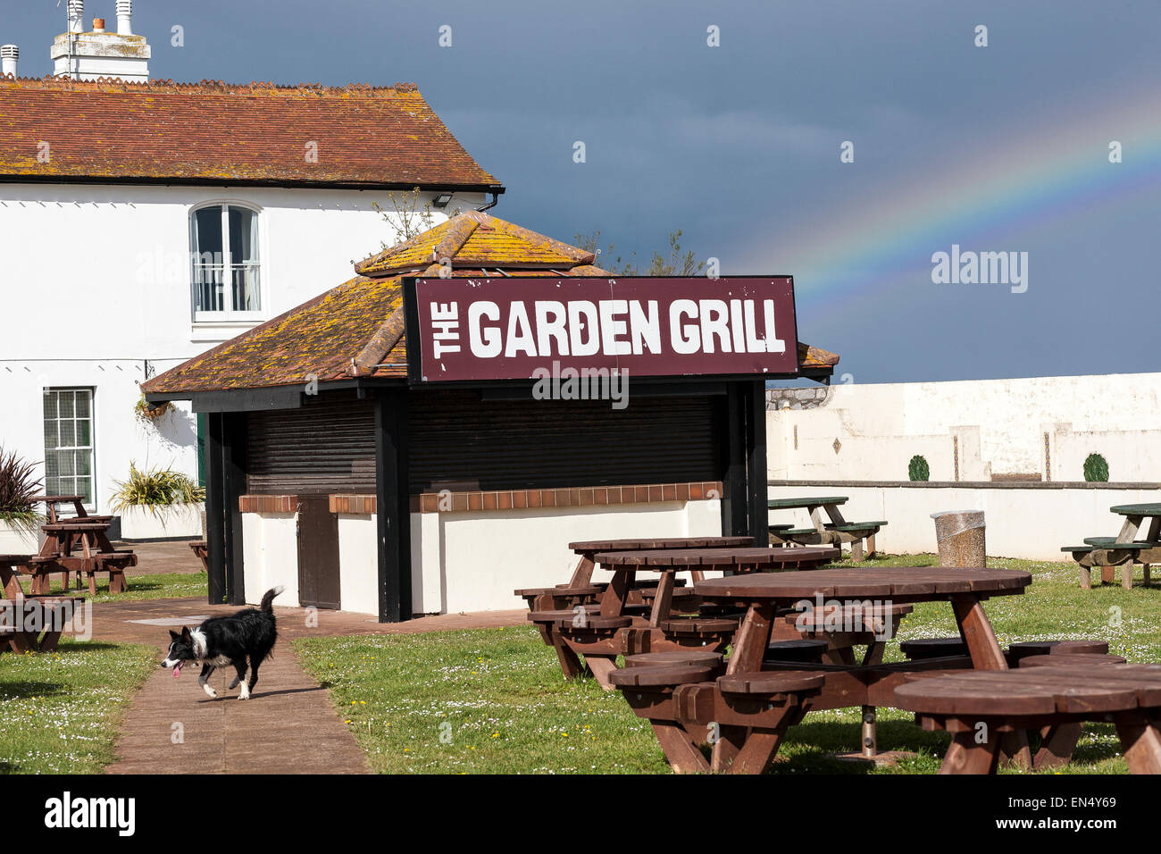 garden grill, eat and drink outdoors, the best alfresco dining,Beer gardens, rooftop bars and outdoor dining spots - Stock Image