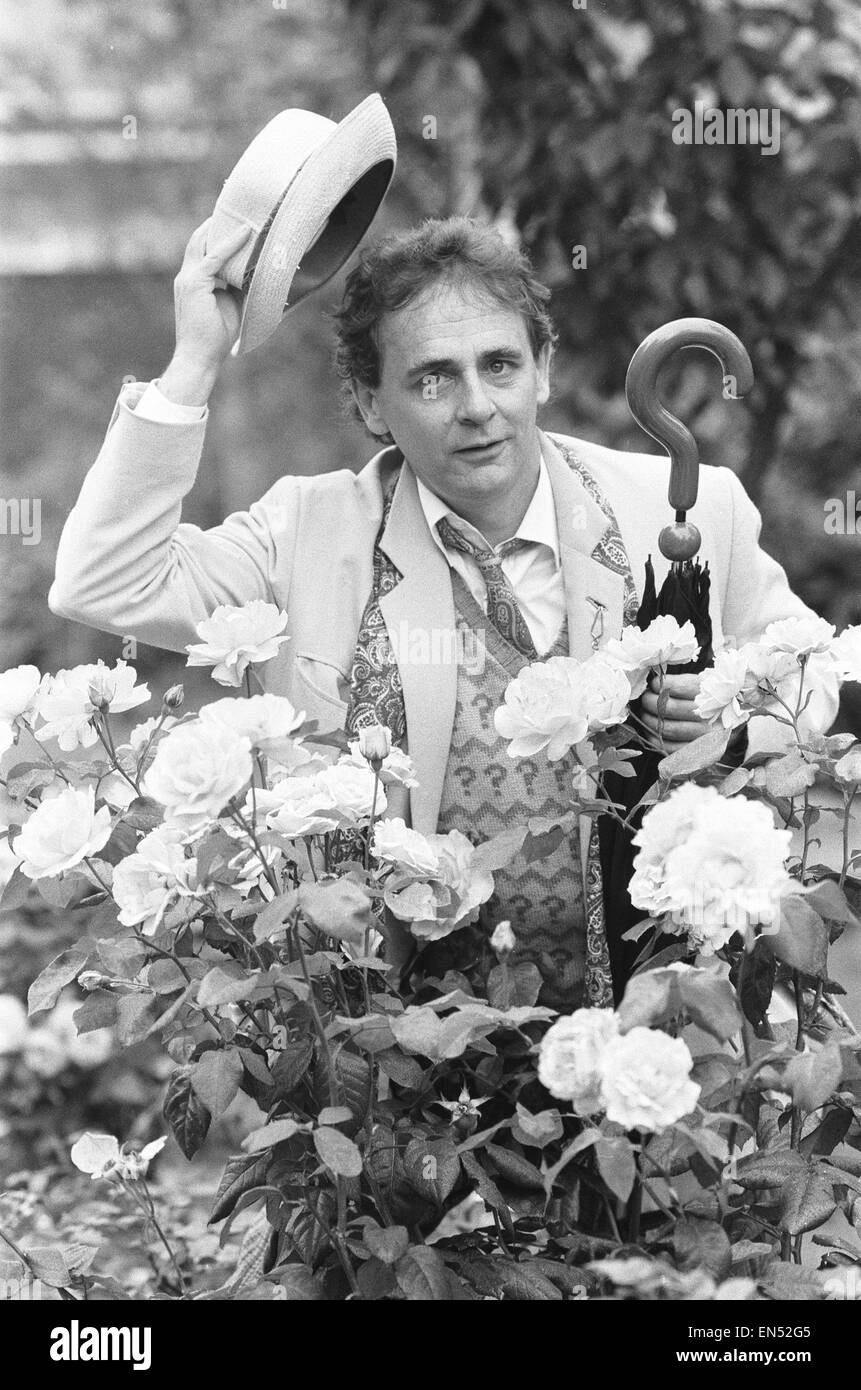 Dr Who alias Sylvester McCoy seen here at a press conference to promote the new series . 11th August 1987 - Stock Image