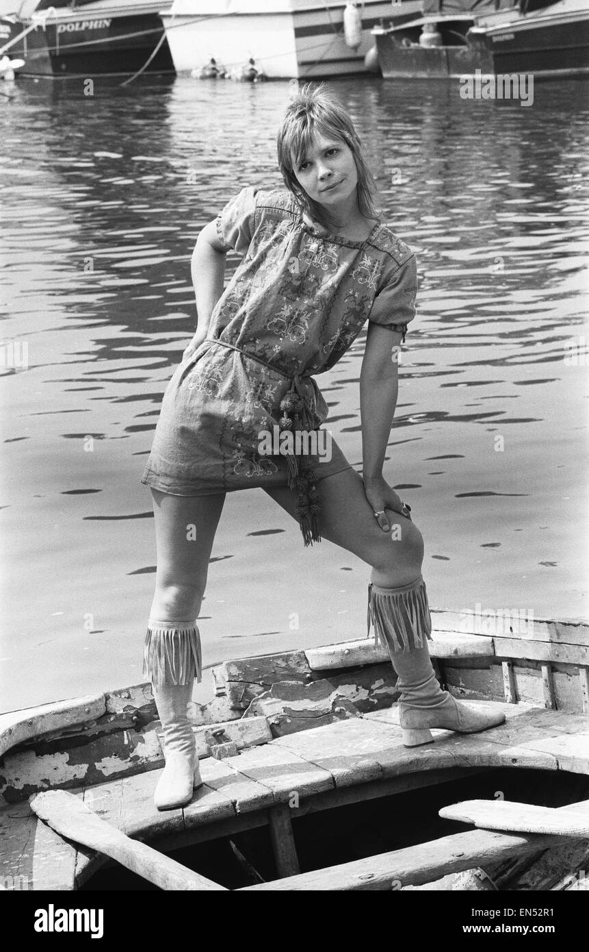 JO GRANT STUNNING SIGNED PHOTOGRAPH - DOCTOR WHO ACTRESS 7 KATY MANNING