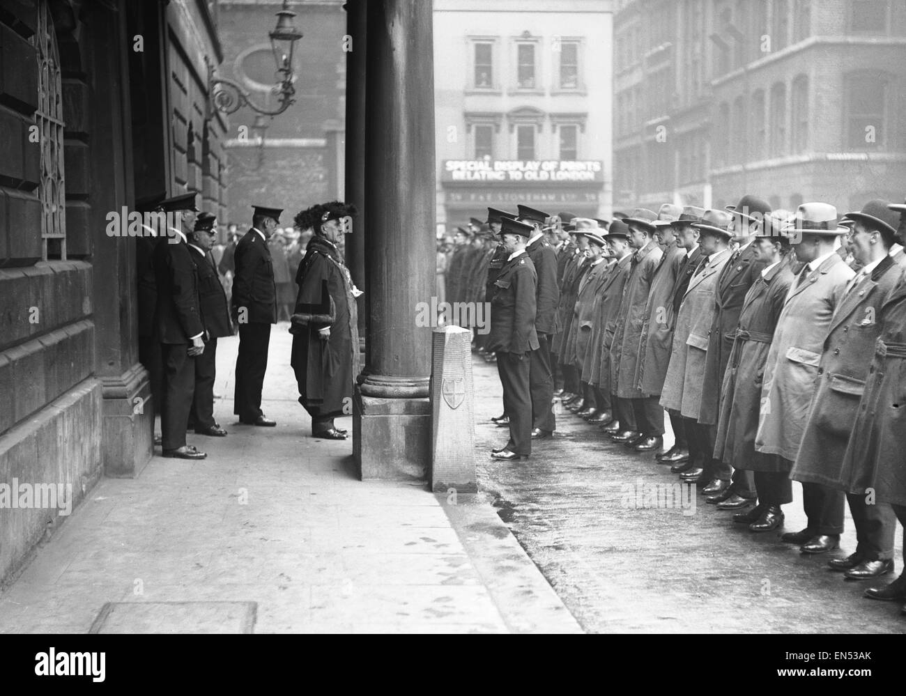 Sir William Pryke the Lord Mayor of London addressing City of London special constables, thanking them for their - Stock Image
