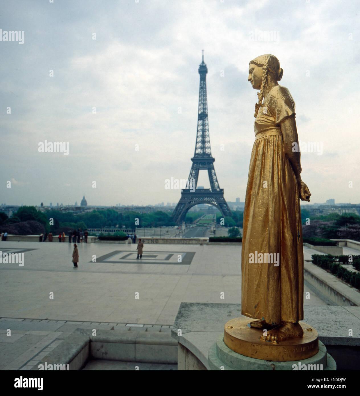 Der Eifelturm in Paris; Frankreich 1970er Jahre. The Eifel Tower in Paris; France 1970s. Stock Photo