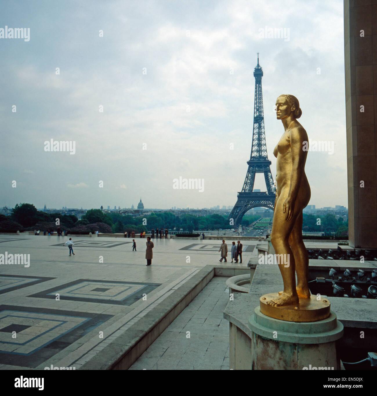 Der Eifelturm in Paris; Frankreich 1970er Jahre. The Eifel Tower in Paris; France 1970s. - Stock Image